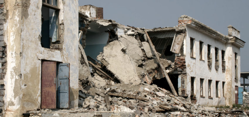 Why do earthquakes cause structural damage?