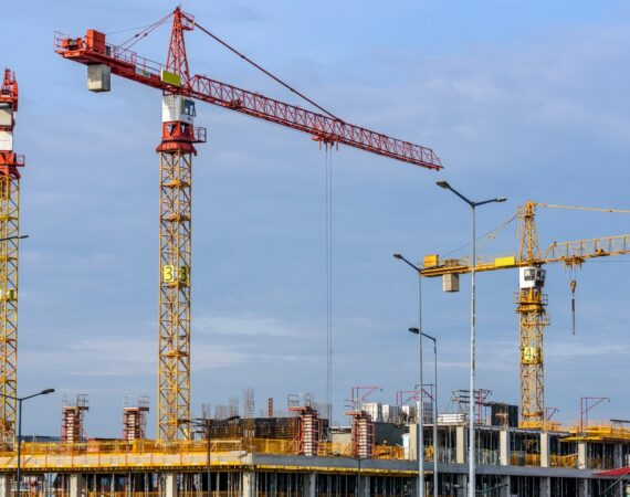 How do cranes get on top of buildings?